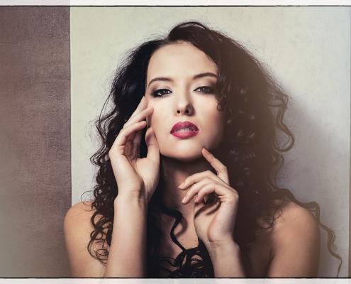 czerwone usta modelka Roksana Oraniec, fot. Arkadiusz Pękalski