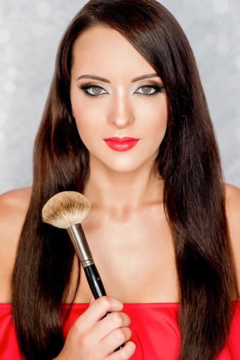 makijaż modelka Roksana Oraniec, pędzel czerwień Ostrowiec