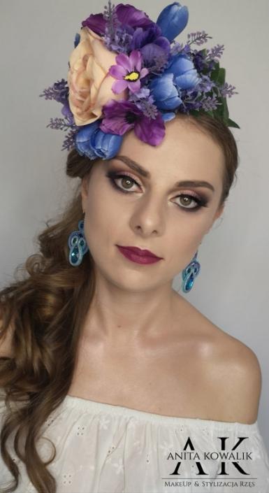 modelka Karolina Żywczyk - makijaż kwiaty